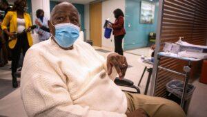 Hank Aaron Gets COVID Vax