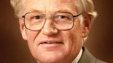 Dr David Kear